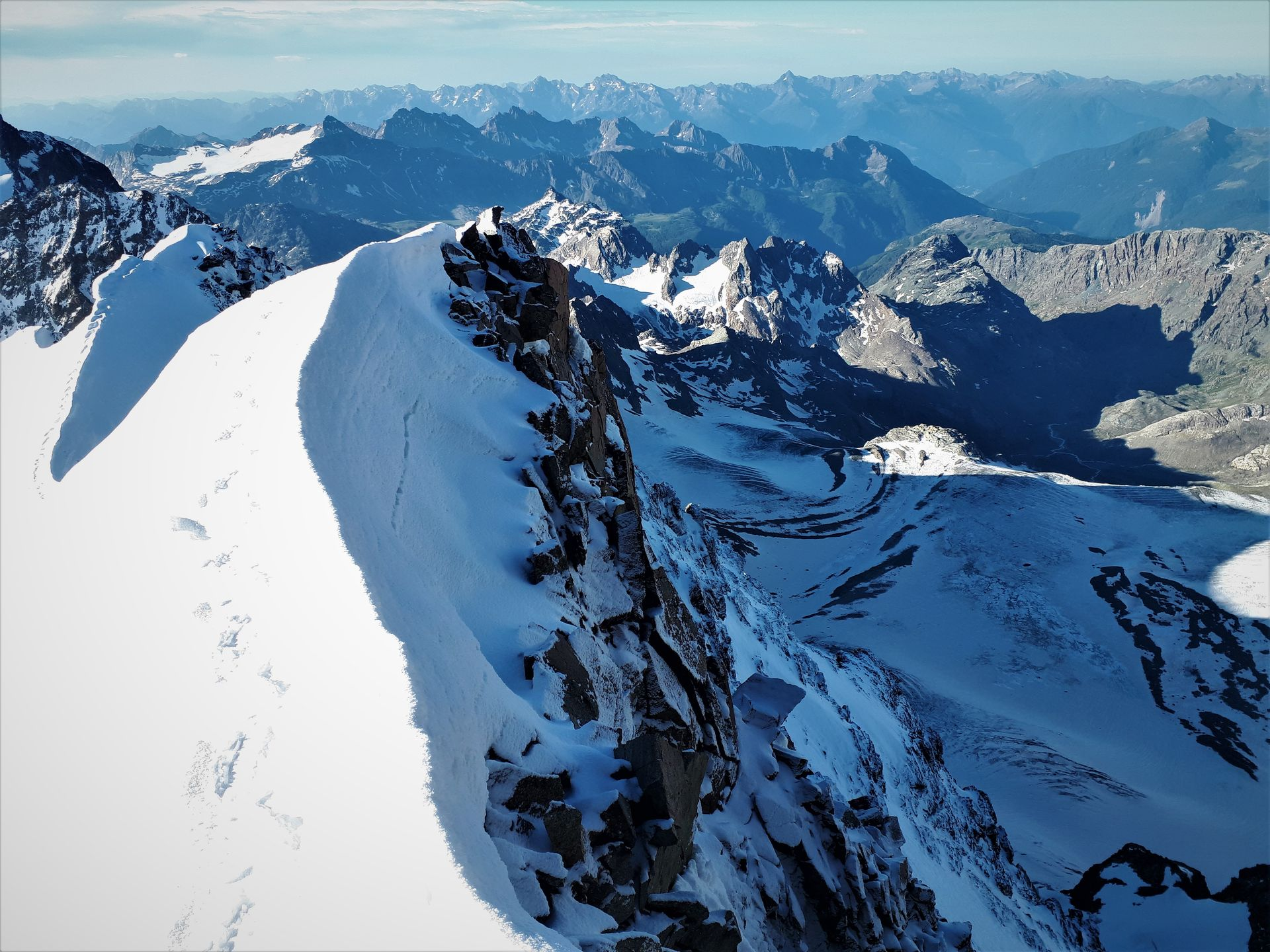 Sulla via normale, verso la cima italiana del Pizzo Bernina
