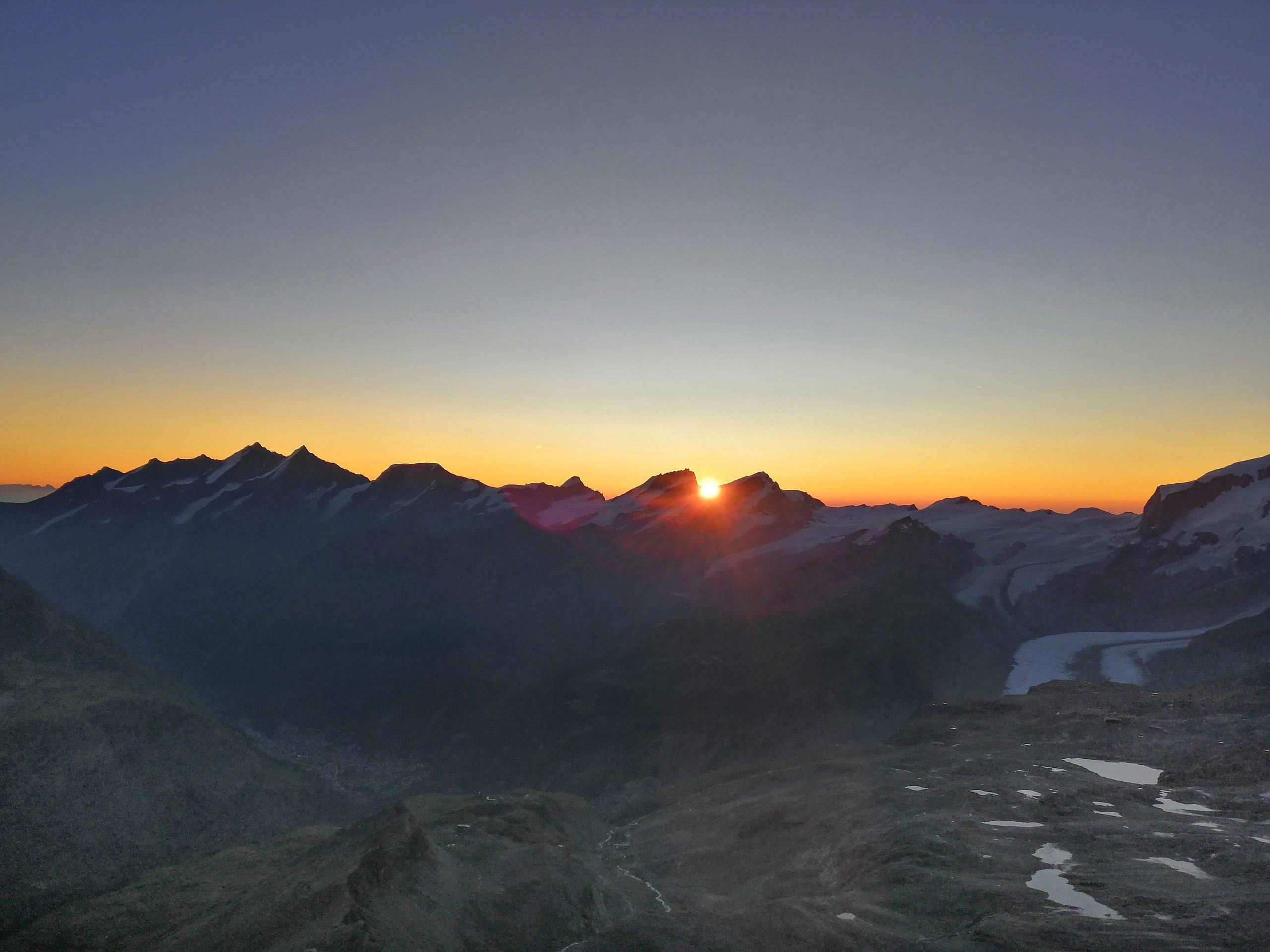 La magia dell'alba vista in quota